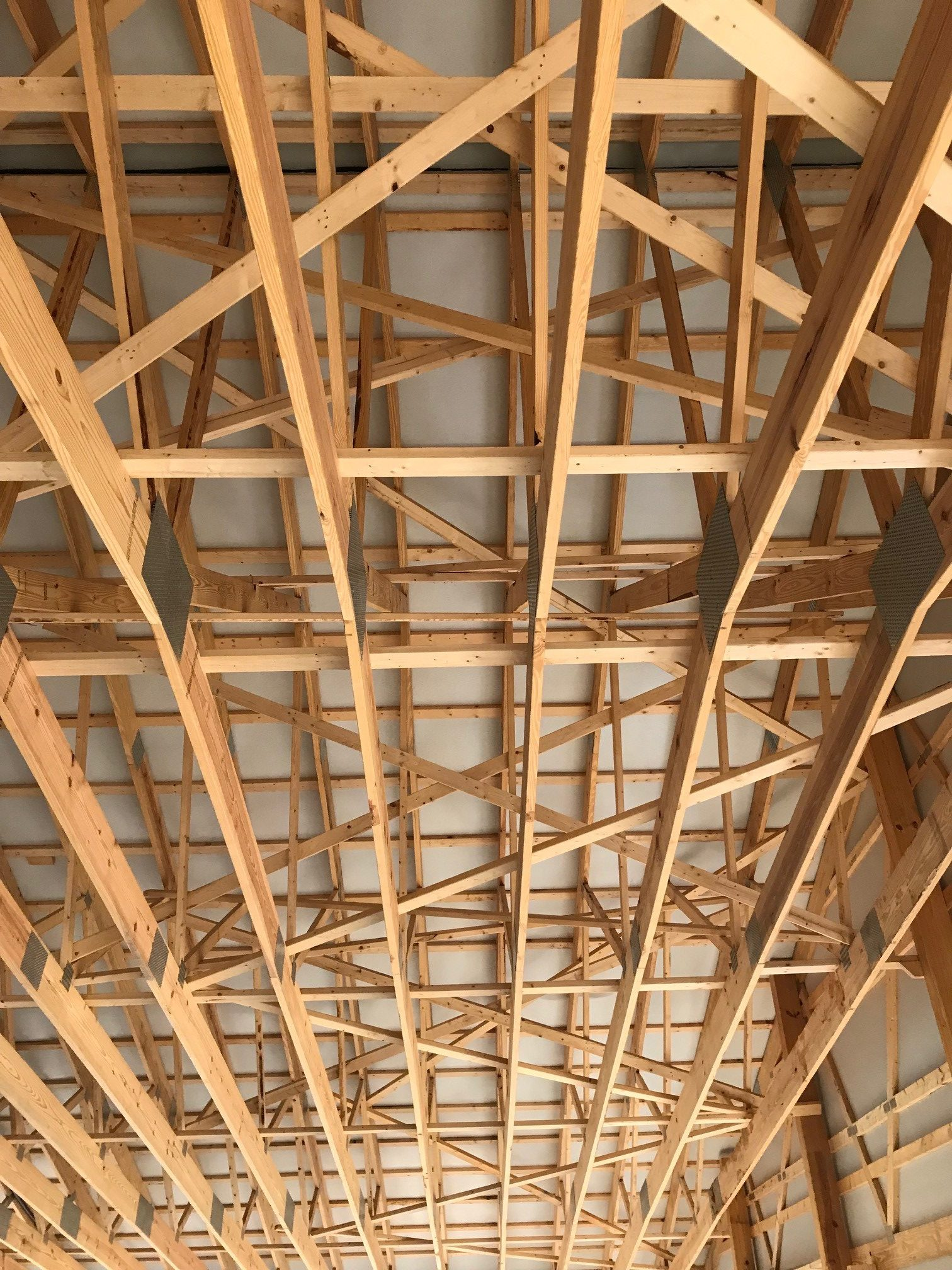 wooden bracing in a new pole building